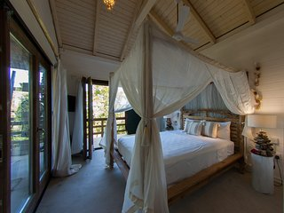 New to the Market! Hummingbird Beach Hut, Amitie