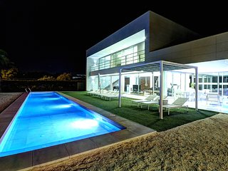Beach & Golf luxury villa