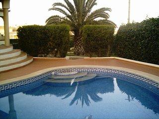 Appartement spacieux dans villa, vue mer, piscine privee, 2 chambres climatisees