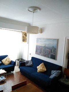 Salón con terraza,  amplio y luminoso. Cómodos sofás para el descanso