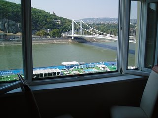 Danube View Apartment, city centre + amazing view, Budapest