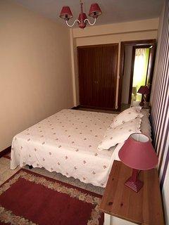 Dormitorio principal con cama de 1,50 cm