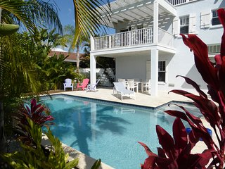 Close to Gulf Beach, Large Heated Pool, Anna Maria