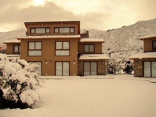 Great Location 2BD Home 300m from the Ski Lift!
