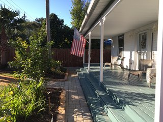 Spacious Beach House! Private Pool!! Sleeps 10!, Destin