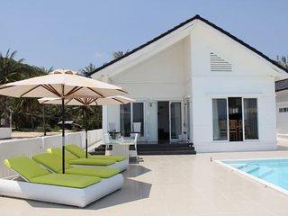 STAY HOTEL Exklusiv strandvilla med privat pool, Song Cau Town
