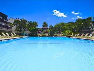 Excelsior 107, 2 Bedroom, 1st Floor, Heated Pools, Spa, Sleeps 6, Siesta Key
