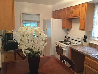 Group Accommodation 2 Sleeps 12, Staten Island