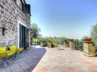 Marina del Cantone Villa Sleeps 12 with Air Con - 5228278