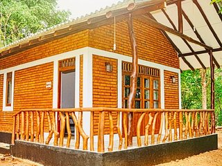 Hotel Mastodon : Rooms/Camping Tents/Safari Jeeps, Udawalawa