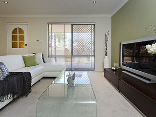 Perth Mount Lawley villa, 3xBd & secure parking
