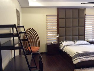 Master's w/ ensuite + Jacuzzi and Balcony, Baguio