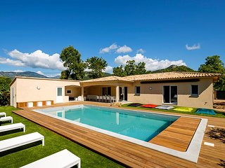 Villa neuve- 4 Ch , 3 SdB-10 couchages-Pool house