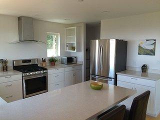 Furnished 2-Bedroom Home at Hillcrest Way & Glenloch Way Emerald Hills, Redwood City