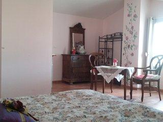 Gîte B.G. appart. 95m2-6 pers.dans maison terrasse, Castelnau-de-Guers