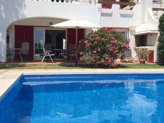 Apartamento con jardín y piscina frente al mar, Porto Colom