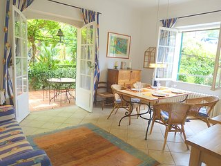 JdV Holidays Old Savonnerie 3, spacious 1 bedroom apartment walking to town, Vence