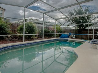 4 Bedroom Private Pool Home with Game Room (HL520)