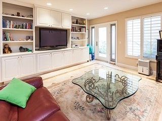 Lovely 3 Bedroom - Heart of the Village - 31 Day Minimum Stay, Corona del Mar