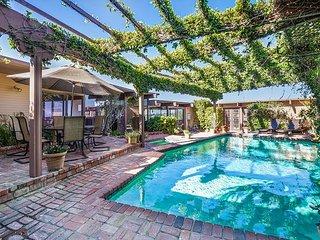 Mid Century Modern with Panoramic Ocean Views - Pool - 31 Night Minimum Stay, Newport Beach