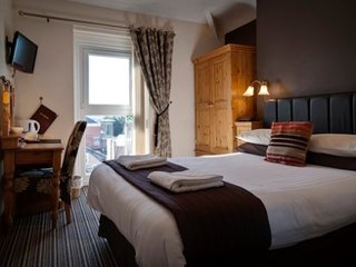 Promenad - Mountain View Double (Room 2 & 10), Llandudno