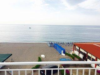 Mansarda sul mare, Fondachello
