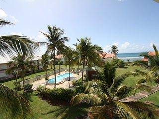 Spacieux 3 pièces bord de plage, piscine, vue mer