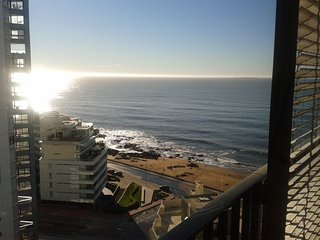 BEAUTIFUL OCEAN VIEWS - MODERN APARTMENT, Punta del Este