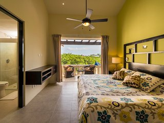 Luna Maya T5 -Amazing steps away from the beach, Playa del Carmen