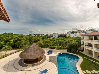 Luna Maya condo -Amazing steps away from the beach, Playa del Carmen