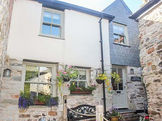 SHENNACH close to town centre, spacious accommodation in St Columb Major, Ref 93