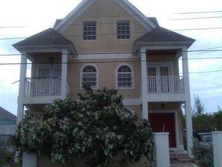 Beautiful Spacious Townhouse Near Beaches, Nassau