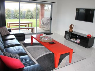 Gabrielle; Luxury Home Accommodation, Albury