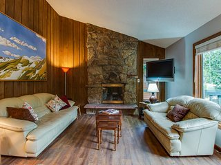 Cozy mountain condo w/ wooded surroundings & mountain/valley views!