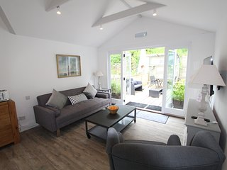 UpTop: Stunning Loft Apt with Views of the Estuary, Fowey
