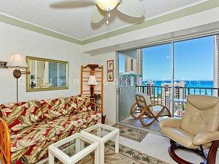 Great Ocean View, central A/C, 5 min. walk to beach!  Sleeps 4., Honolulu
