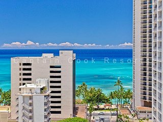 Great Ocean View, central A/C, 5 min. walk to beach!  Sleeps 4., Honolulu