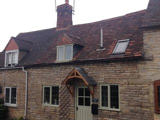 NEW!! - Brassknocker Cottage - Available Soon!!, Stratford-upon-Avon