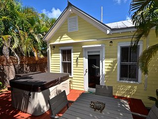 Sunshine House - Adorable monthly rental in Old Town w/ Private Hot Tub, Key West
