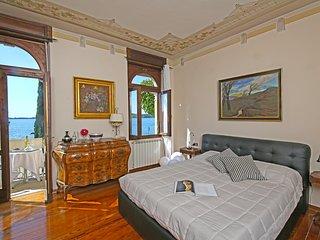 Lussuoso appartamento FRONTE LAGO per 8 persone, Gardone Riviera