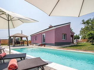 New beautiful Villa Lavanda with private pool., Rakalj