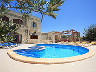 Central fully air-conditioned villa, Xaghra