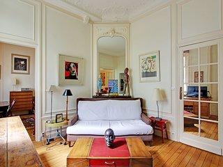 Arty 1 bedroom Paris 17th Villiers P1776