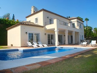 Delightful Private 5 Bedroom Villa With Pool R130, Benahavis