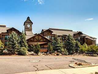 Lodge at Stillwater – Mountain-View Condo; On-Site Hot Tub