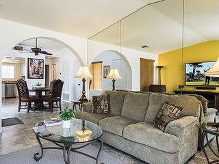 Upscale Palms Spring Condo with a Golf Course, Tennis, Pool & Spa, Palm Springs