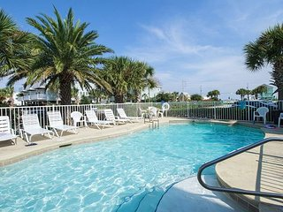 Fun Seahorse Condo with Pool Access - Walk to West Beach!