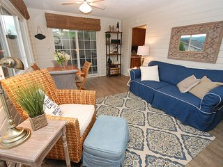 Cutest cottage on Honeoye Lake in the Finger Lakes!