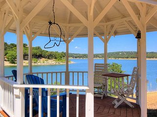 3/3.5 home with 185' of lake front on 2.5 acres of Hill Country Paradise!!, Canyon Lake