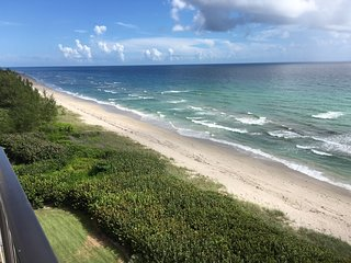 Hutchinson Island Penthouse Beachfront 2/2, Jensen Beach
